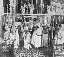 Nella foto, un momento della cerimonia di consacrazione episcopale di mons. Arnold Harris Mathew, avvenuta il 29 aprile 1908 ad Utrecht (Regno dei Paesi Bassi).